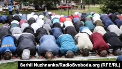 Молящиеся мусульмане