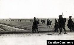 Полските сили напредват по време на битката за Варшава.