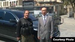 Қазақстанның Сириядағы консулы Бабыр Дәуренбек (оң жақта). Фото автордың жеке мұрағатынан алынды.