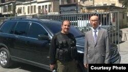 Бабур Дауренбек (справа) в бытность консулом Казахстана в Сирии.