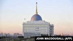 Здание администрации президента Казахстана в Астане.