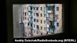 Пошкоджений будинок в Авдіївці. Березень 2016 року