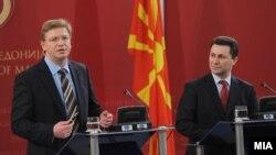 Премиерот Никола Груевски и еврокомесарот за проширување Штефан Филе на прес-конференција во Скопје на 19 февруари 2009 година.
