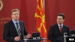 Премиерот Никола Груевски и евро комесарот за проширување Штефан Филе на прес конференција во Скопје