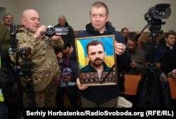 Під час засідання Донецького апеляційного суду в Бахмуті у справі вбивства громадського активіста Артема Мирошниченка, 11 грудня 2019 року