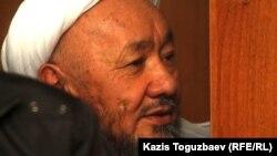 Сопылық ағым жетекшісі Исматулла Әбдіғаппар сот залында. Алматы, 19 қазан 2011 жыл. (Көрнекі сурет)