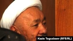 Лидер казахских суфиев Исматулла Абдугаппар на скамье подсудимых. Алматы, 19 октября 2011 года.