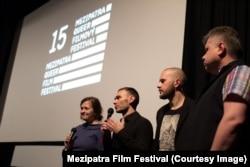Аскольд Куров и Павел Лопарев (в центре) представляют фильм в Праге
