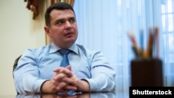 «Схеми» зафіксували, як директор НАБУ Артем Ситник відвідував у Козині 26 квітня будинок, у якому мешкає президент Порошенко