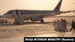 آسوشیتدپرس مینویسد که آزادی گروگانهای قطری در عراق، با انتقال شیعیان فوعه و کفریا در سوریه به میانجیگری ایران و قطر مرتبط بوده است.