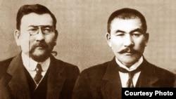 Лидеры партии «Алаш» Ахмет Байтурсынов (слева), Алихан Букейхан (справа).