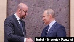 Vlagyimir Putyin orosz elnök találkozik Charles Michel akkori belga miniszterelnökkel Moszkva közelében 2018. január 31-én