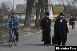 Украинские хасиды в Львовской области. Осень 2014 года. Вопреки утверждениям некоторых СМИ, никаких опасений за свою безопасность они не высказывают