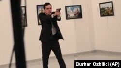 رسانههای ترکیه میگویند ضارب یک مأمور پلیس ضدشورش بوده است