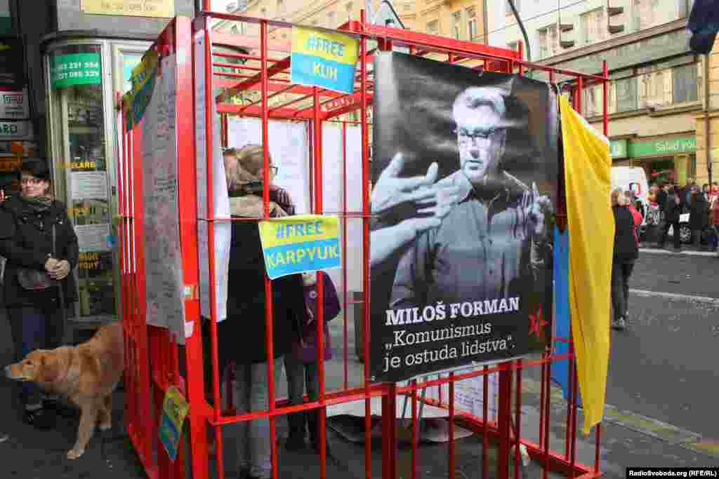 Напис на плакаті: «Комунізм – це сором людства»