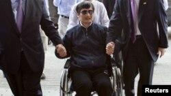 Чэнь Гуанчэн, слепой китайский правозащитник. Пекин, 2 мая 2012 года.
