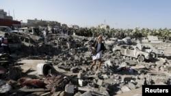 آثار قصف قرب مطار صنعاء, 26 آذار 2015