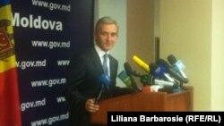 Молдавский премьер общается с прессой после встречи с российским вице-премьером, который отказался выйти к журналистам.