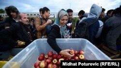 Podjela hrane izbjeglicama, Botovo, 16. oktobar 2015.