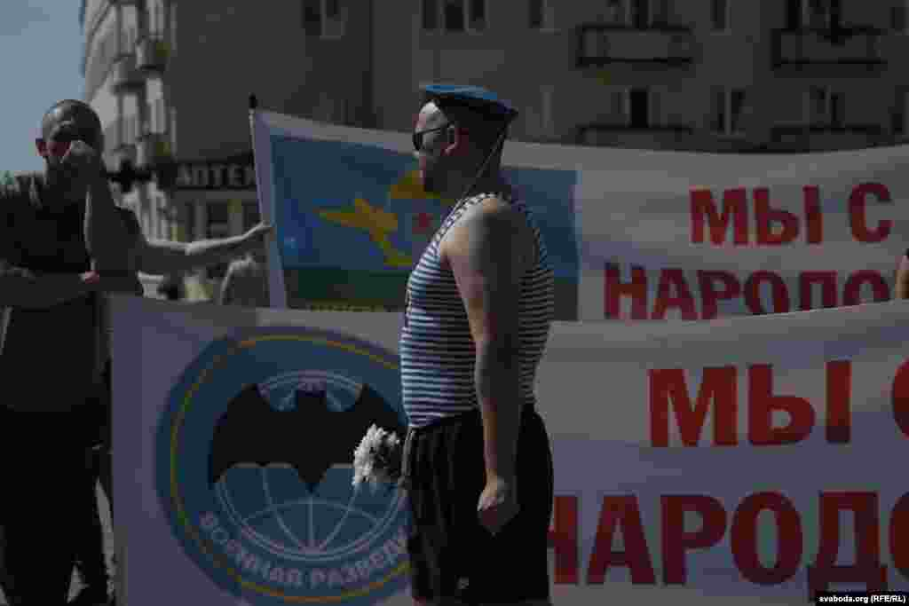"""Belarus - Dozens of paratroopers marched through the Horadnia center with a poster """"We are with the people."""""""