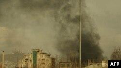 Над местом нападения в Кабуле поднимается дым. 6 марта 2020