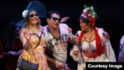 """Musiqili Teatrın səhnəsində """"Qızıl Toy"""" tamaşası."""