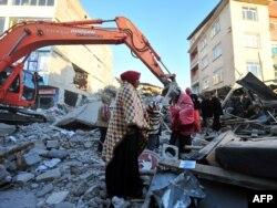 Після землетрусу в Туреччині розбирають завали