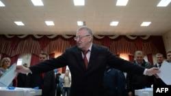 Владимир Жириновский на избирательном участке