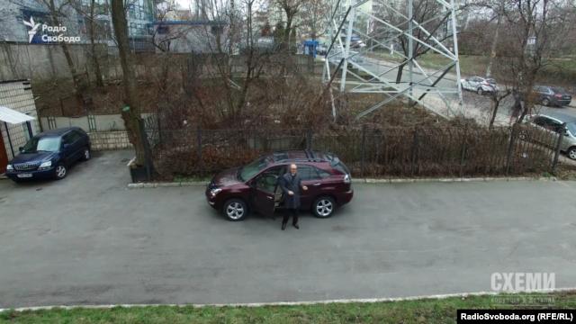 Голова вищої кваліфікаційної комісії суддів УкраїниСергій Козьяков, побачивши камеру «Схем», навіть помахав у відповідь