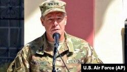 په افغانستان کې د ناټو ځواکونو عمومي قوماندان جنرال سکاټ ميلر.