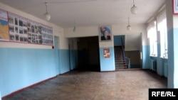 Geniş həyəti, iki korpusu olan bir ərazidə yerləşən Bakı 14 saylı peşə məktəbində səssizlikdir