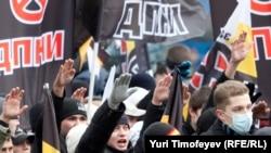 Ультра-националисты на марше. Москва, 4 ноября 2009 года.