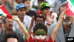 حدود ۱۰ هزار تماشاگر در ورزشگاه آزادی بازی دو تیم ایران و اردن را تماشا کردند. (عکس از AFP)