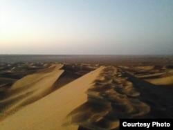 За исключением нескольких оазисов, иранские пустыни практически не заселены.