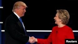 Дональд Трамп (л) и Хиллари Клинтон (п)