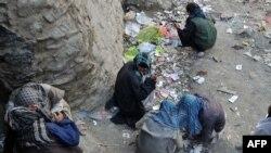 آرشیف، شماری از معتادین در شهر کابل