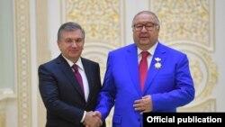 Ўзбекистон президенти Шавкат Мирзиëев ва Алишер Усмонов, август, 2018 йил