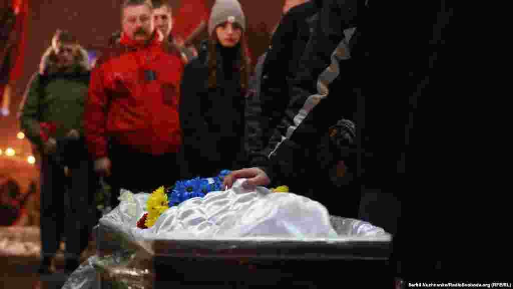 Прощання з бійцем-добровольцем Витвицьким. Майдан Незалежності, Київ, 18 січня 2018 року БІЛЬШЕ ПРО ЦЕ