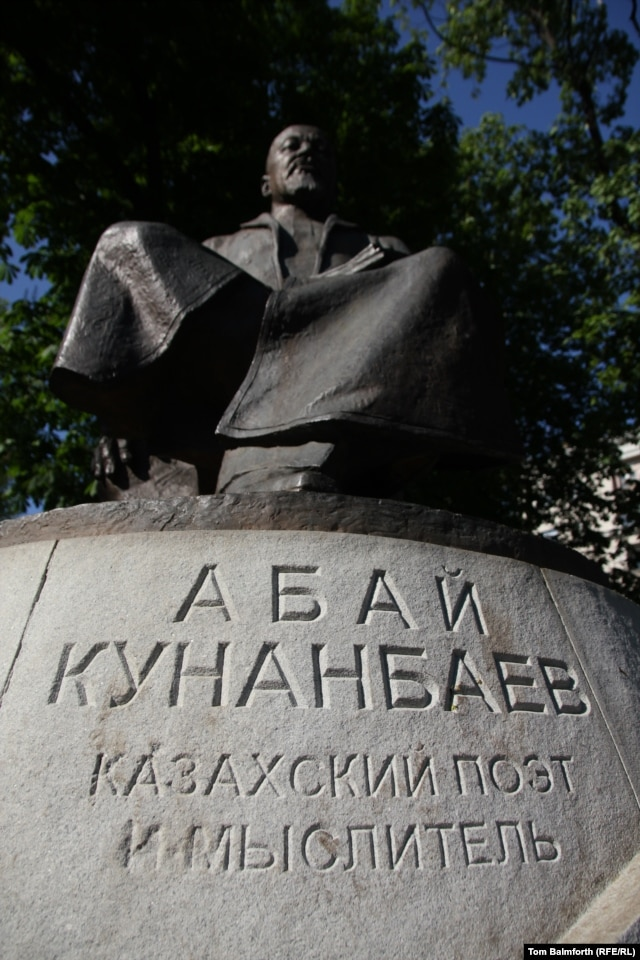 The statue to Abai on Chistye Prudy boulevard