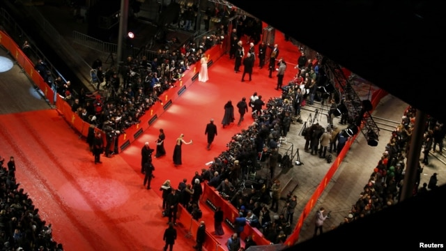 "People arrive on the red carpet for the screening of ""The Grandmaster"" at the Berlinale on February 7."