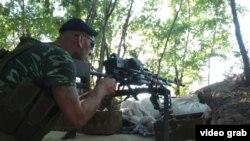 Сепаратист стреляет по Марьинке
