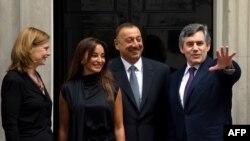 İlham Əliyev və xanımı B.Britaniyanın Baş naziri Qordon Braun və xanımıyla birgə. London, 13 iyul 2009