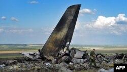 Бойовики біля збитого Іл-76, 14 червня 2014 року