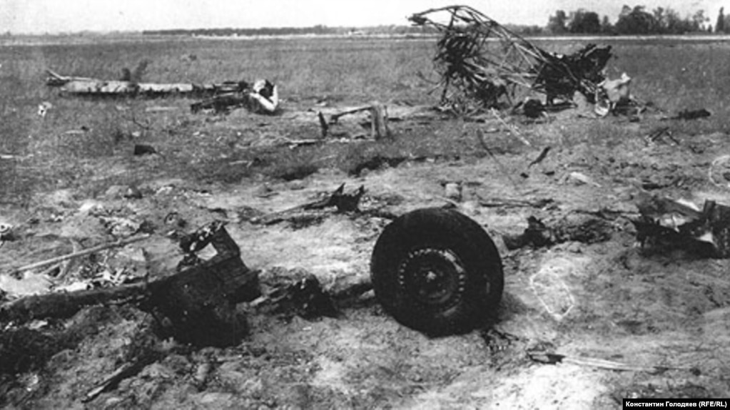 На месте аварии самолета Як-9