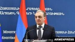 Глава МИД Армении Зограб Мнацаканян на пресс-конференции, Ереван, 6 сентября 2019 г.