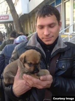 """Добрые люди спасли этого щенка из Олимпийского парка. В фирме """"Бася"""" его считают """"биологическим мусором"""""""