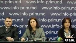 Natalia Nirca, preşedinta PC (mijloc)