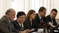 Архивска фотографија: Прес-конференција во врска со резултатите од преземените дејствија за сообраќајната незгода во која загина сопственикот на Фокус Никола Младенов. Претседателката на скопското обвинителство Гордана Гешковска, министерката за внатрешни работи Гордана Јанкулоска и јавниот обвинител Марко Зврлевски.