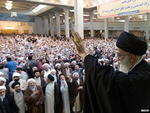 آیتالله خامنهای در دیدار با طلاب شهر قم
