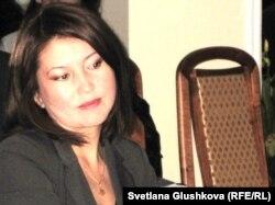 Құқықтық саясатты зерттеу орталығының атқарушы директоры Назгүл Ерғалиева. Астана, 18 қазан 2011 жыл.